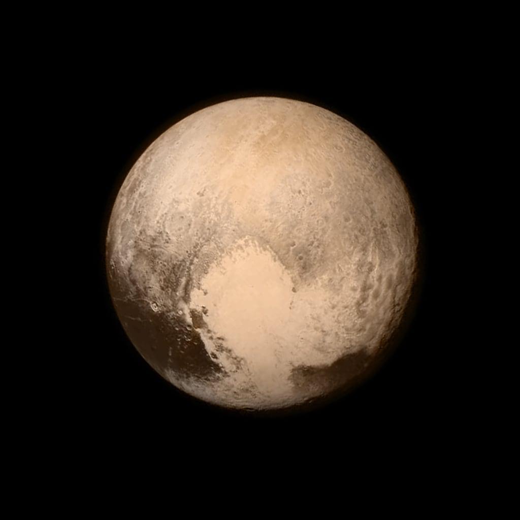 """Il pianeta è simile alla luna con tanti crateri ma si vedono delle macchie che potrebbero essere """"ghiaccio"""""""