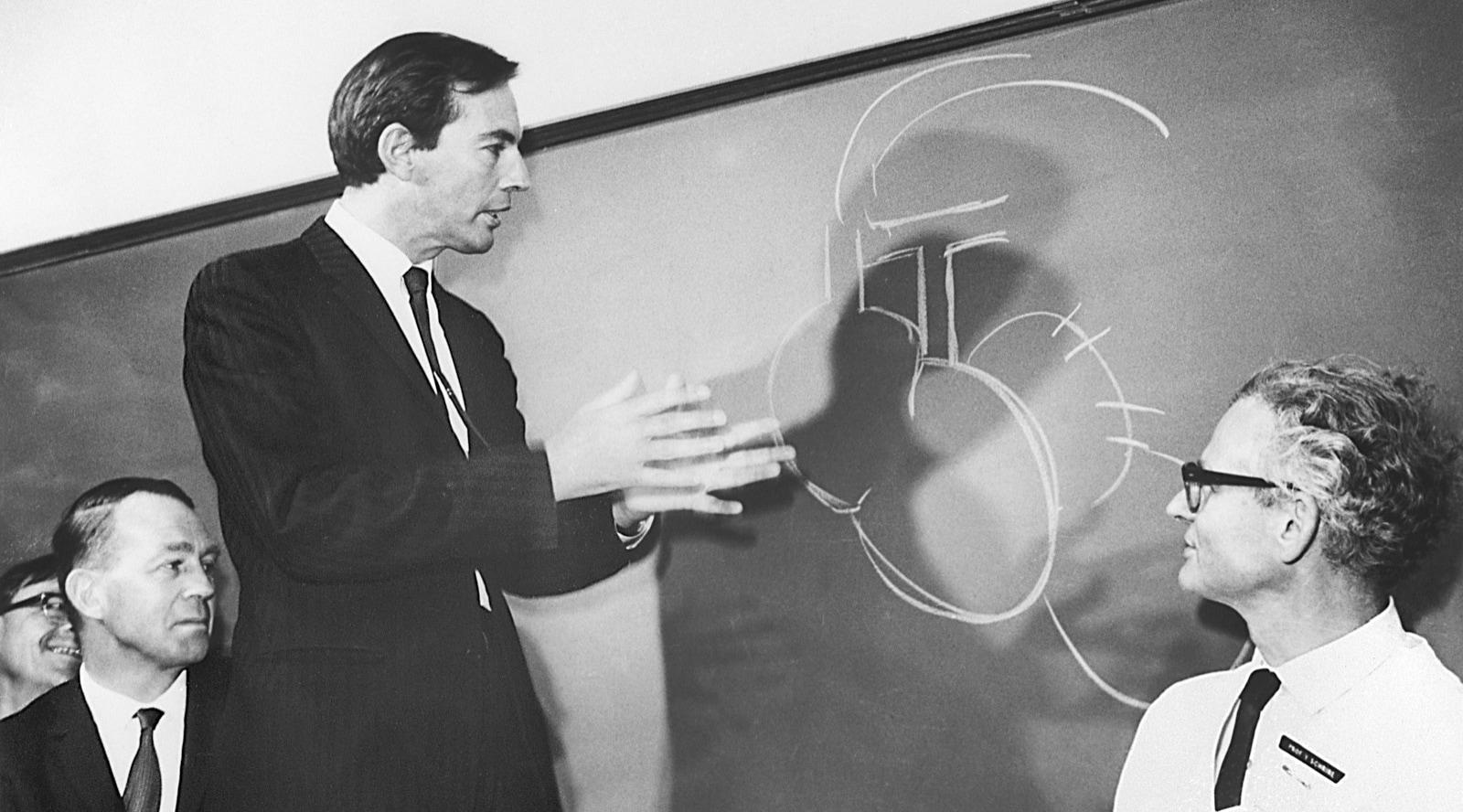 Cinquant'anni fa Barnard completava con successo il primo trapianto di cuore