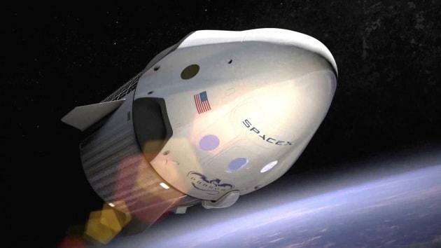 SpaceX: due turisti in orbita lunare nel 2018