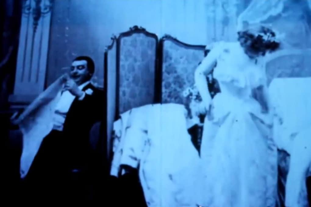 Qual è stato il primo film a luci rosse della storia?