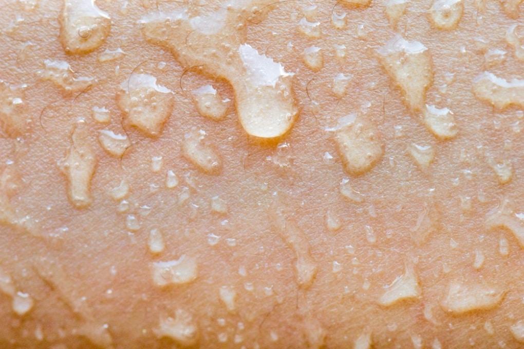 Perché la nostra pelle non perde liquidi?