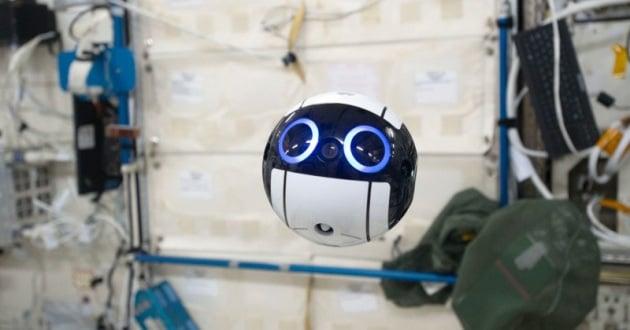 La telecamera per la ISS sembra un cartone animato