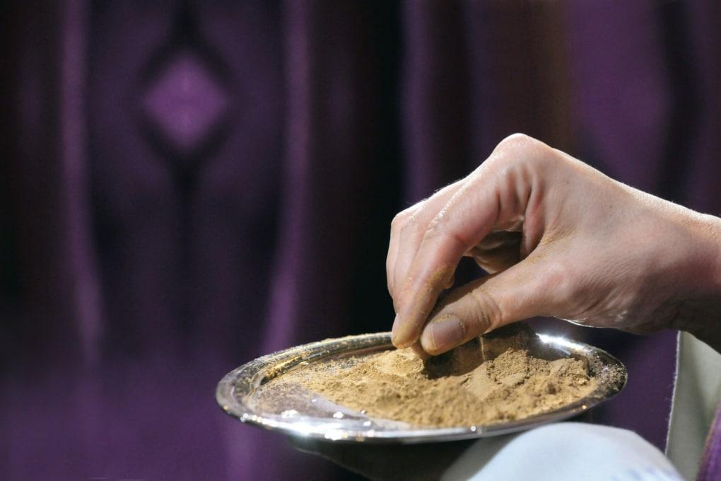 Che cos'è il rito delle Ceneri (e perché a Milano la quaresima inizia domenica)?