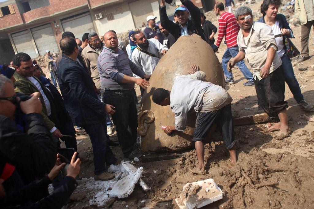 Scoperta al Cairo una statua monumentale del Faraone Ramses II COMMENTA