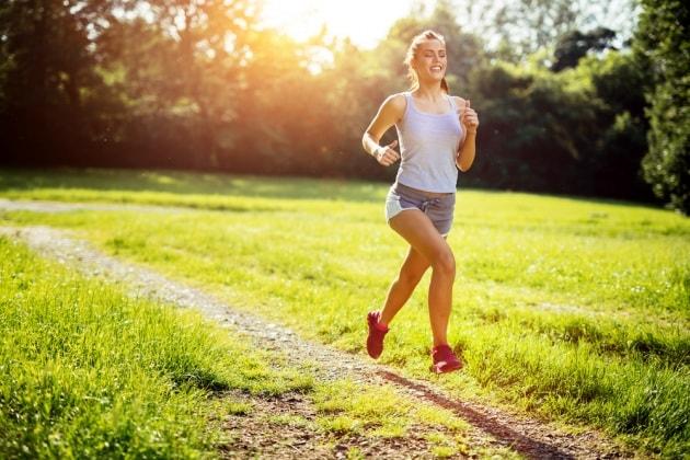 Jogging estivo: come si adatta il corpo all'afa?
