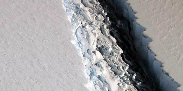 Il super-iceberg alla fine si è staccato