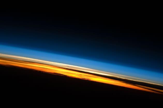 L'atmosfera terrestre dalla ISS, che orbita a circa 400 km di altezza.|NASA