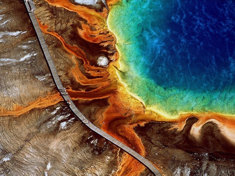 marvel-at-grand-prismatic-spring-located-in-wyomings-yellowstone-national-park-as-the-largest-natural-hot-spring-in-the-us-its-a-favorite-for-its-dazzling-colors-that-shift-from-orange-and-reds-in-the-summer-
