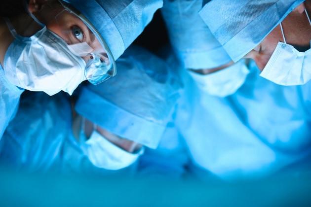Più litigi in sala operatoria, se ci sono tanti maschi