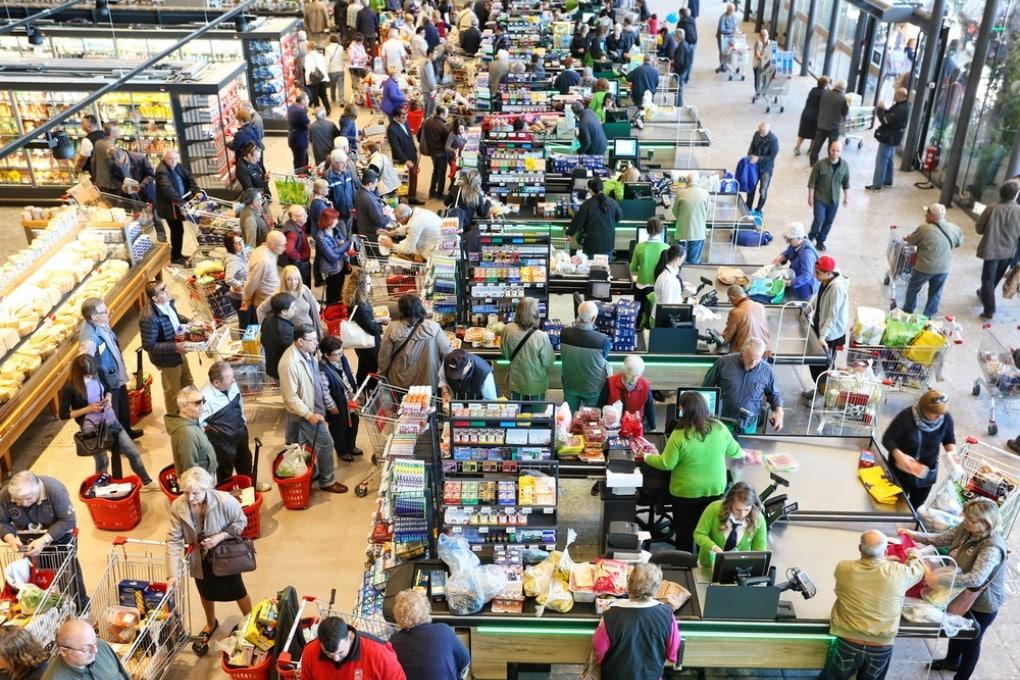 Perché cambiare coda al supermercato non serve a niente