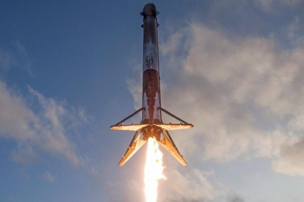 Le nuove straordinarie immagini dell'atterraggio storico del Falcon 9