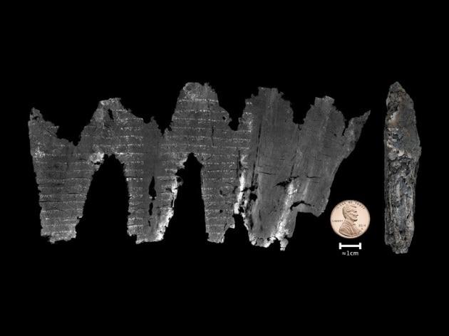 Come si legge un antico manoscritto senza toccarlo