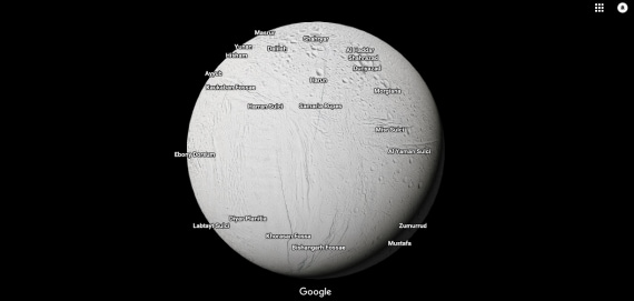 La superficie ghiacciata di Encelado, luna di Saturno.