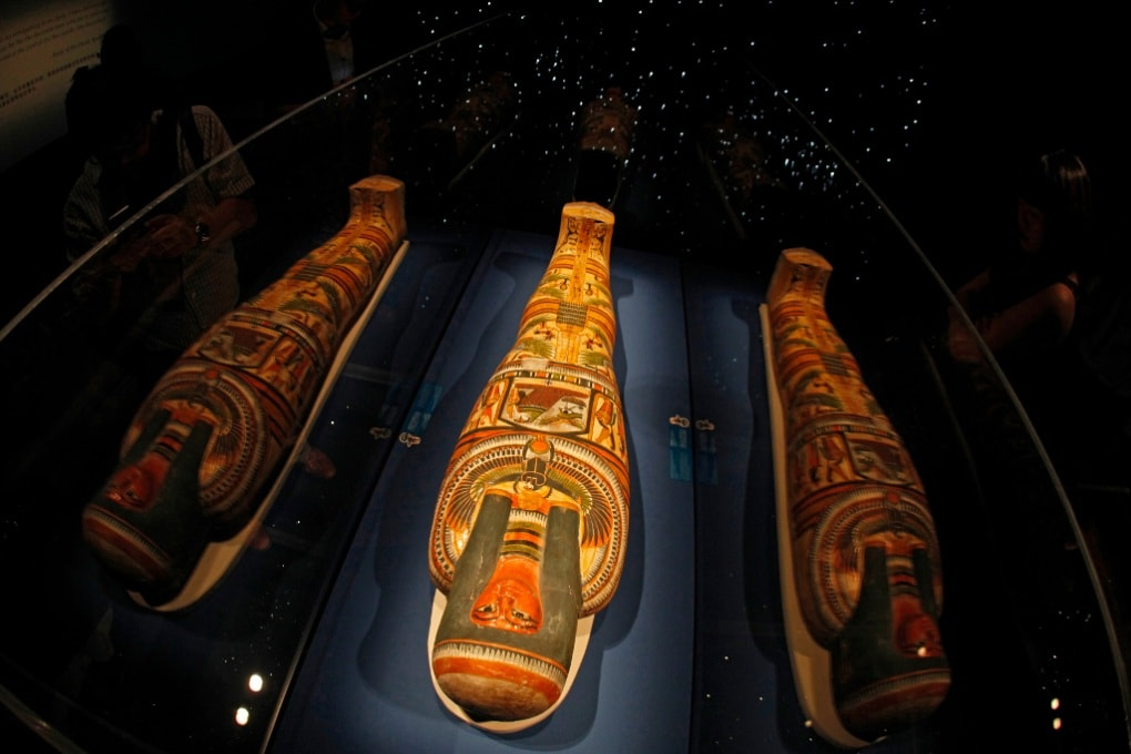 Di nuovo leggibili i papiri attorno alle mummie egizie