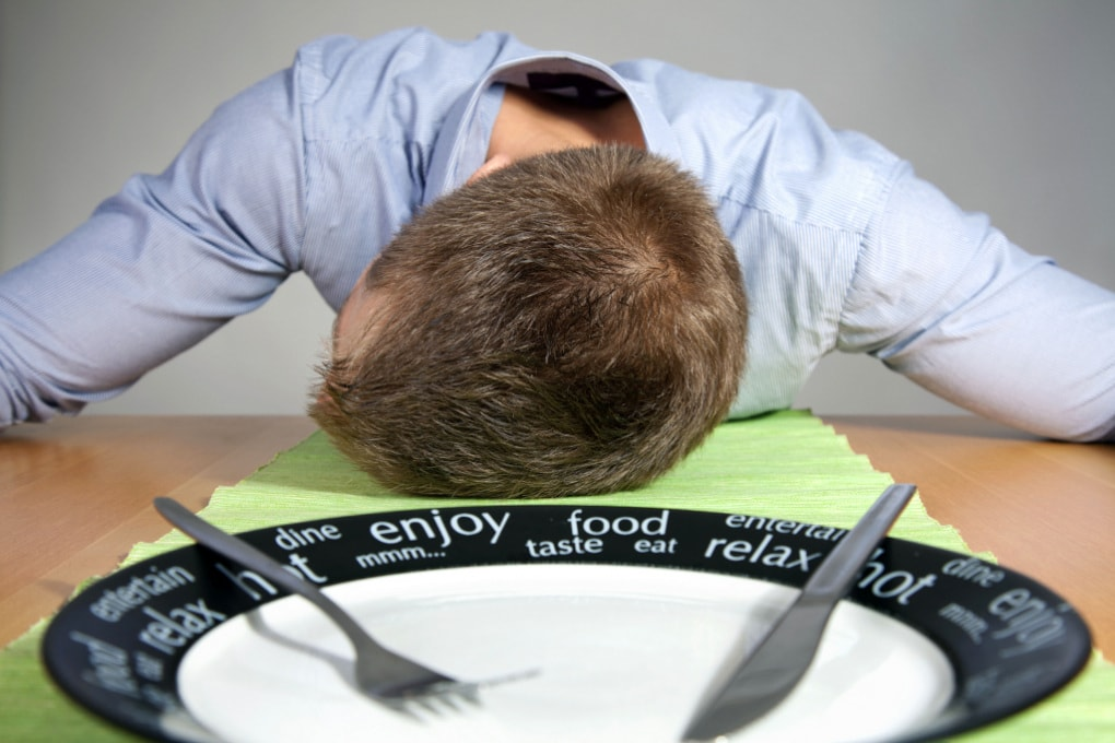Perché dopo una sbronza cerchiamo cibo grasso?