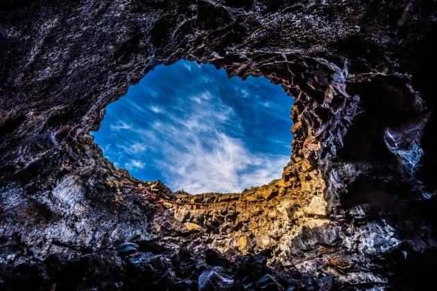 Lucernari di tunnel di lava al polo nord lunare