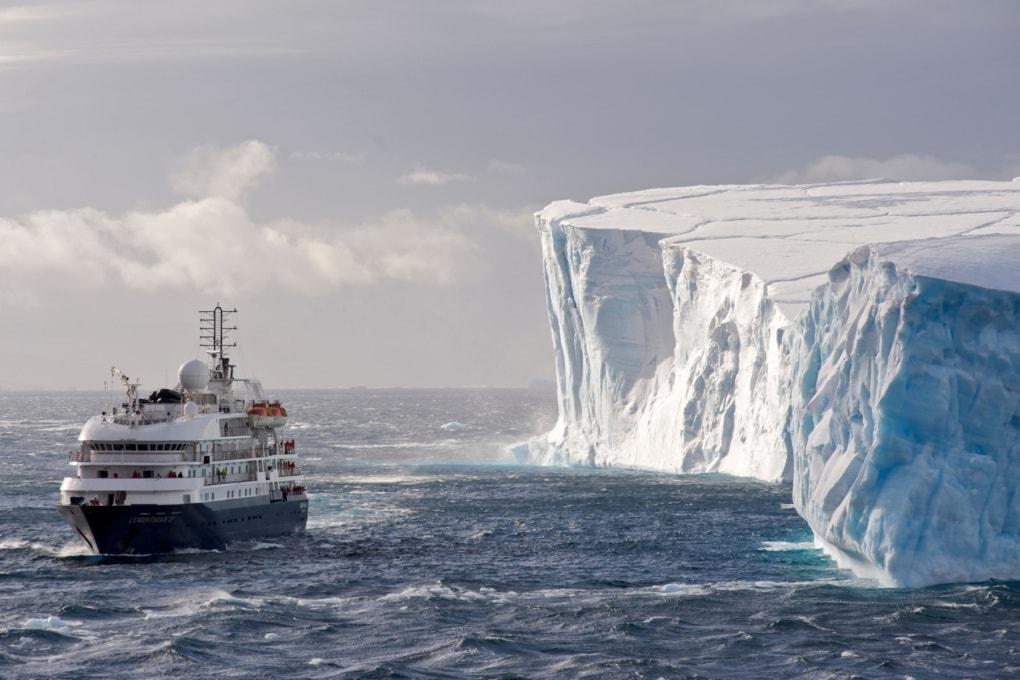 Uno sciame di iceberg mette in pericolo le navi oceaniche