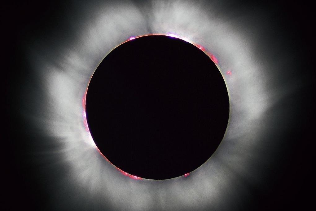 Perché la corona solare è così calda?