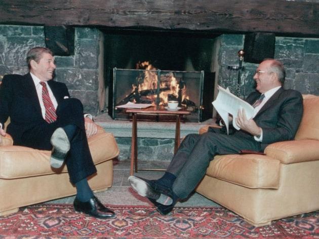 Ronald Reagan e Mikhail Gorbachev al vertice di Ginevra nel 1985.|Corbis