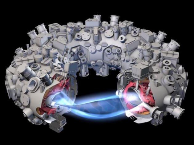Illustrazione: schema del reattore Stellarator Wendelstein 7-X. Il fascio blu è il plasma ad altissima temperatura, contenuto in sospensione all'interno della macchina dai magneti.|IPP