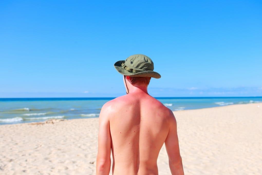 Abbronzarsi senza sole (e con pochi rischi)