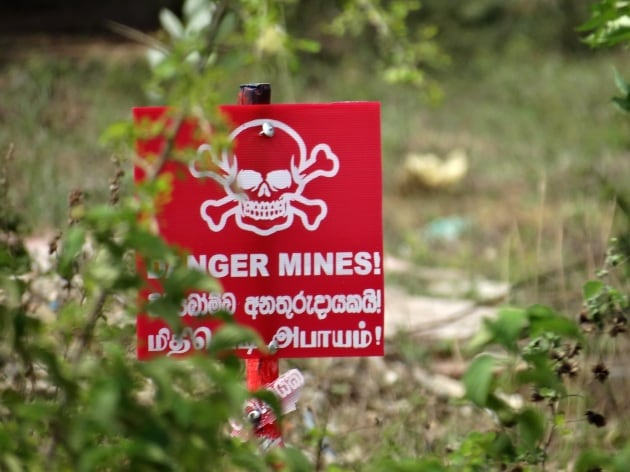danger_mines_sign_jaffna