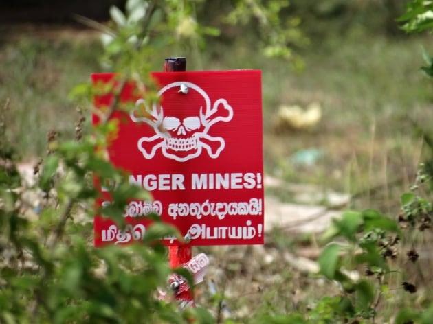 danger_mines_sign_jaffna
