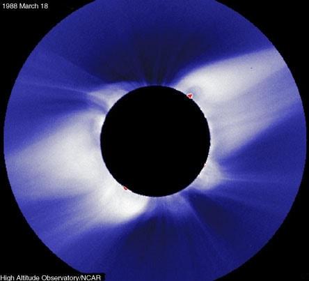 Stasera eclissi parziale di luna: dalle 20.50 la diretta streaming su Internet