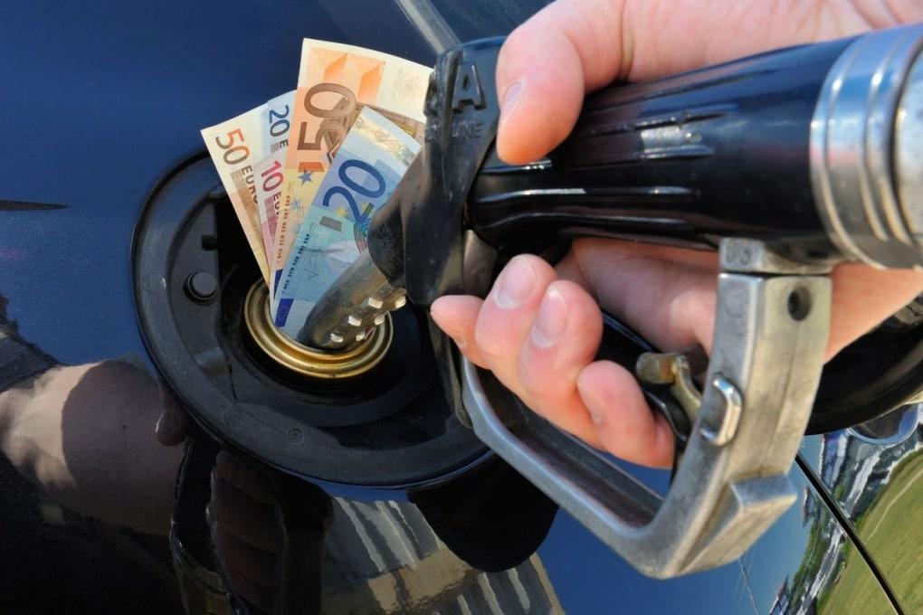 Nella benzina paghiamo ancora la guerra d'Etiopia?