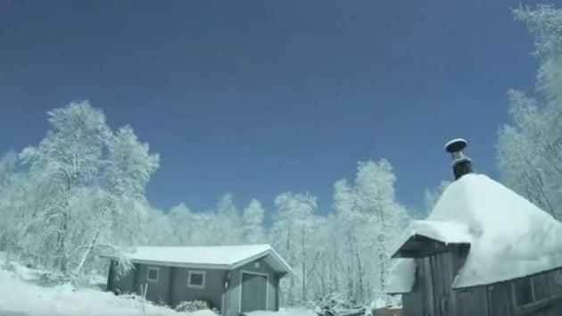 Meteora in Lapponia, e il cielo si illumina a giorno