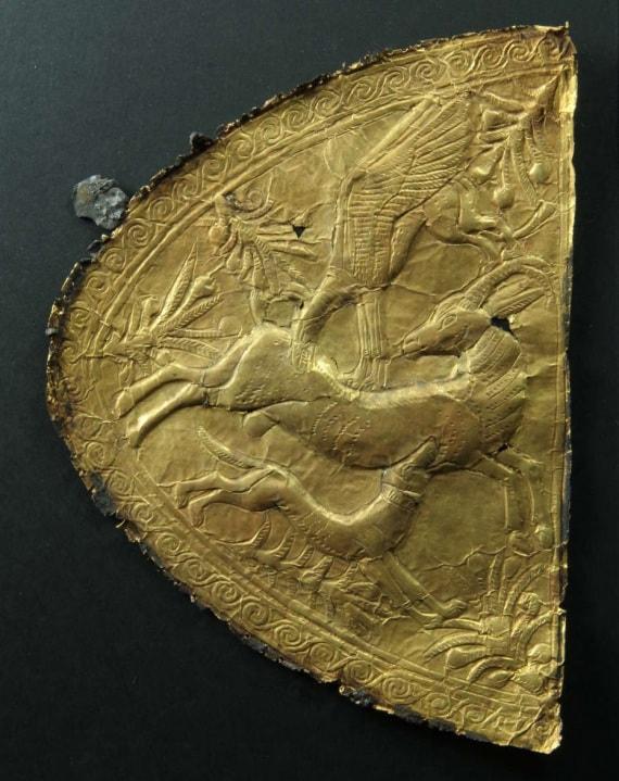 Le lamine d'oro sepolte col faraone hanno uno stile riconducibile all'arte delle regioni della moder