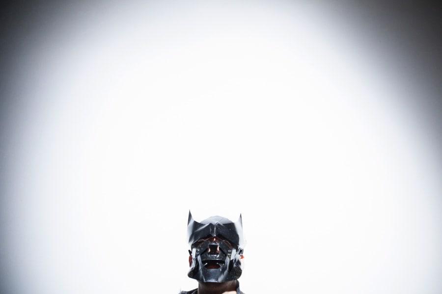 manu-invisible-maschera
