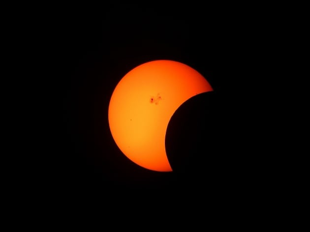 partial-solar-eclipse-1154215_1920