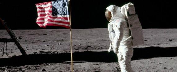 Apollo 11: Buzz Aldrin sulla Luna - Saluto alla bandiera Usa