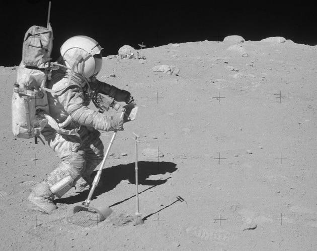 Morto l'astronauta John Young
