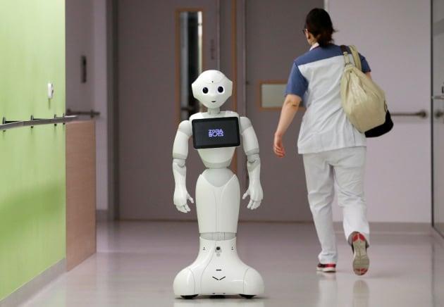 Tasse per i robot, reddito universale per l'uomo