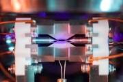 La foto di un singolo atomo visibile ad occhio nudo