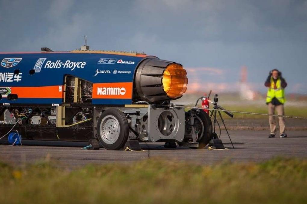 L'auto supersonica accende i motori