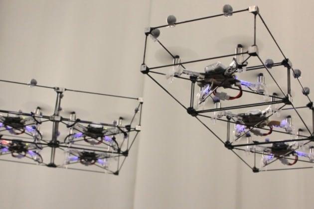 L'armata dei droni che si assemblano in volo
