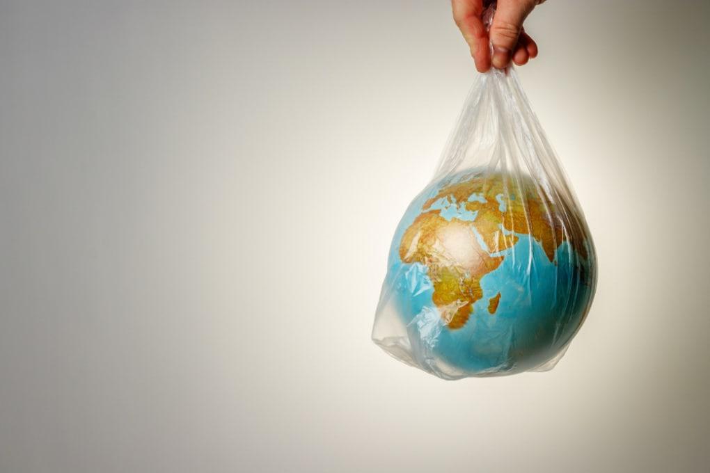 Come si separano tra loro le tante plastiche dopo la raccolta differenziata?