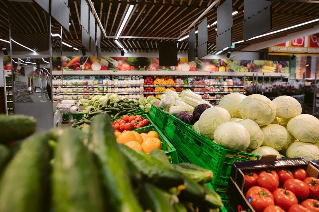 Perché nei supermercati frutta e verdura sono bene in vista all'ingresso?