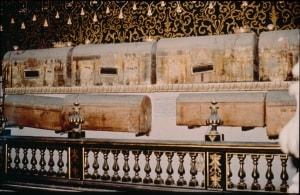 neoplasie, sarcofagi, aragonesi, San Domenico Maggiore, tumori