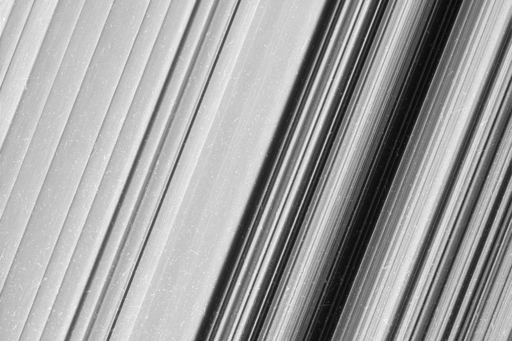 Gli anelli di Saturno in foto senza precedenti