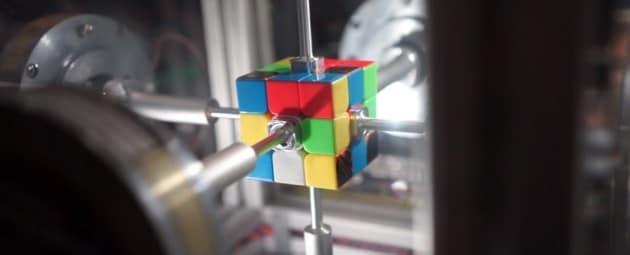Cubo di Rubik: questo robot lo risolve in 0,38 secondi