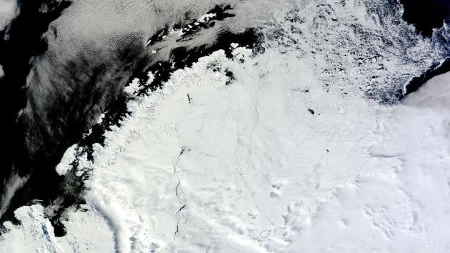 Nel ghiaccio antartico si è aperto un enorme buco
