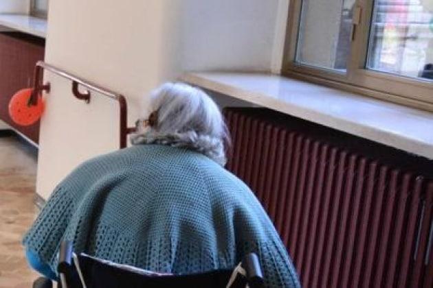 anziana_sediarotelle_fg