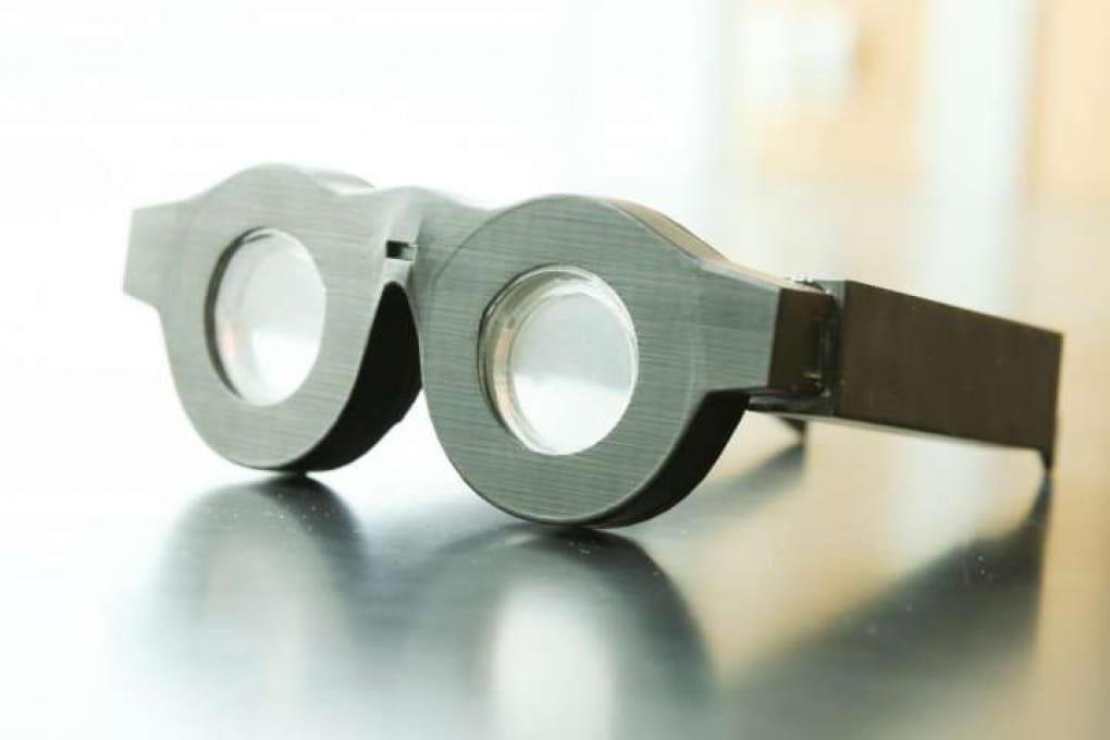 Gli occhiali intelligenti con lenti universali