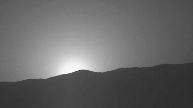 Curiosity cattura un altro spettacolare tramonto blu su Marte