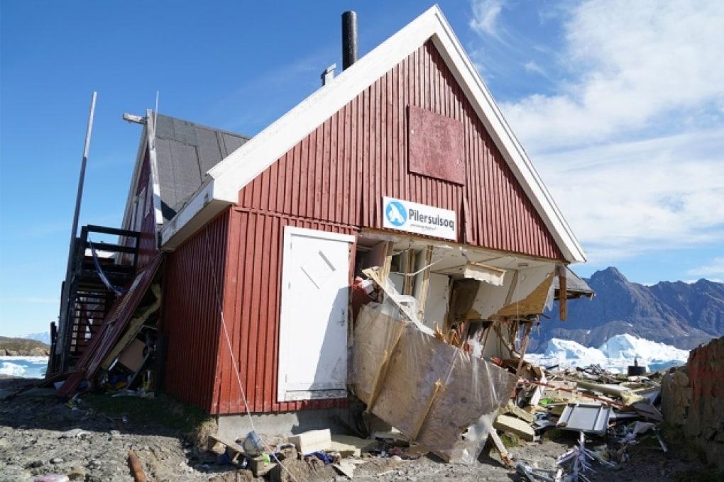 Uno tsunami con onde alte 100 metri