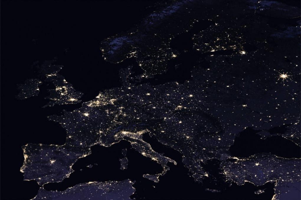 Lo spettacolo della Terra dallo Spazio, di notte